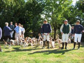 A meeting of Radley College Beagles at Ditchley Farm, Lew. 2003.