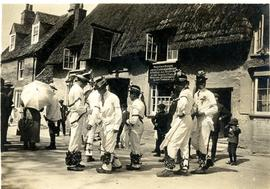 Bampton Morris dancers c1924 outside the Elephant & Castle